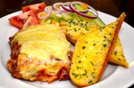 lasagna-garlicbread