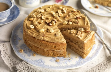 coffee and nut cake