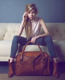 annie with holdall